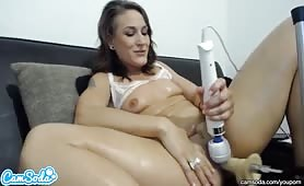 Amateur ravages her holes with sex toys
